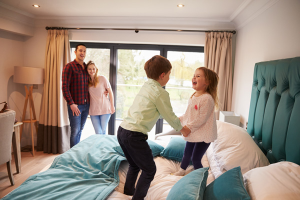 kids jumping on bed-hotel-member benefits